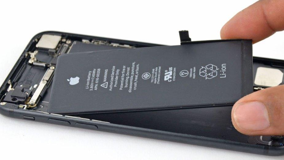 Apple oficjalnie ukarane za oszukanie klientów i spowalnianie iPhone`ów