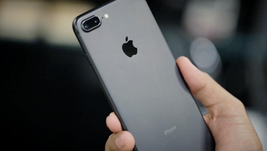 Apple zmniejsza produkcję iPhone`ów