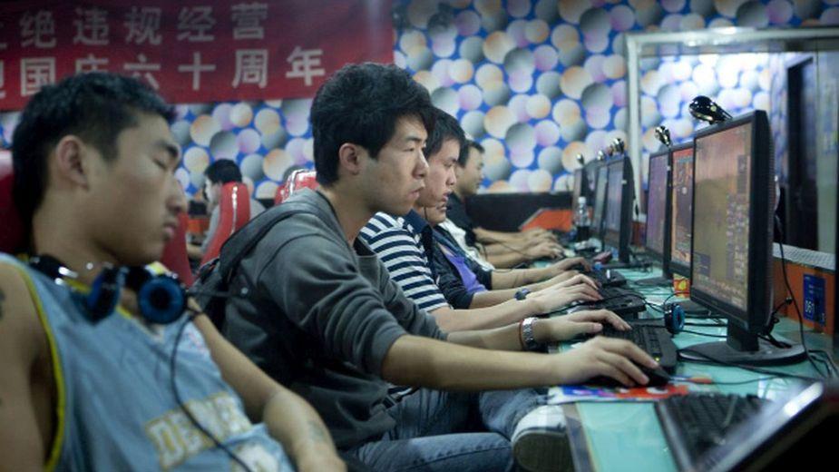 Chiński rząd wprowadza godzinę policyjną i ograniczenia w grach online