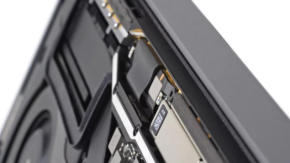 Flexgate - Apple ma kolejny poważny problem z MacBook Pro?