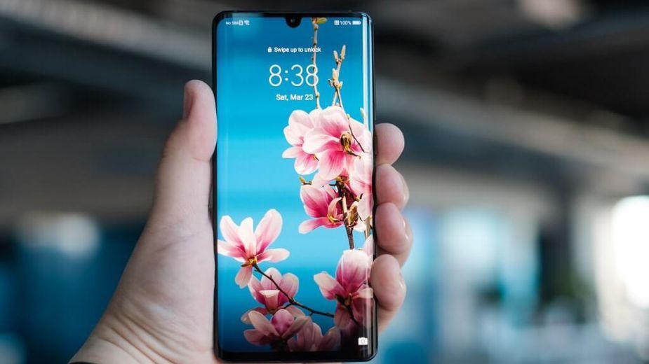 Huawei drugim producentem smartfonów. Apple i Samsung zaliczają spadki