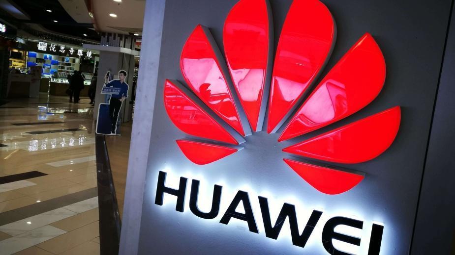 Huawei zaczęło wyświetlać reklamy na ekranie blokady swoich smartfonów