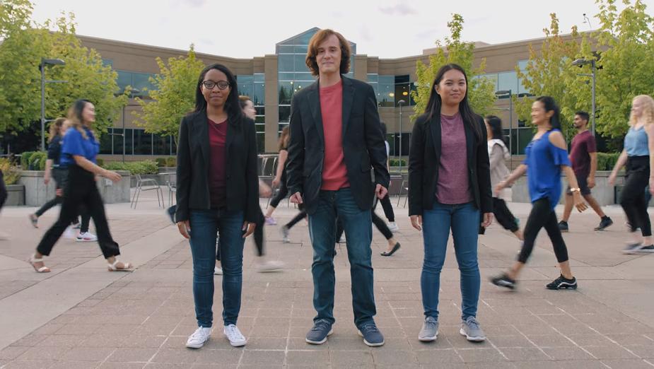 Microsoft stworzył muzyczne wideo, w którym śmieje się z Windows Phone