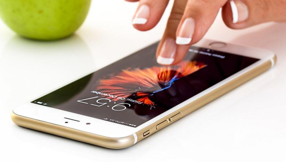 Niektóre popularne aplikacje śledzą wszystko, co robimy na ekranie iPhone`a