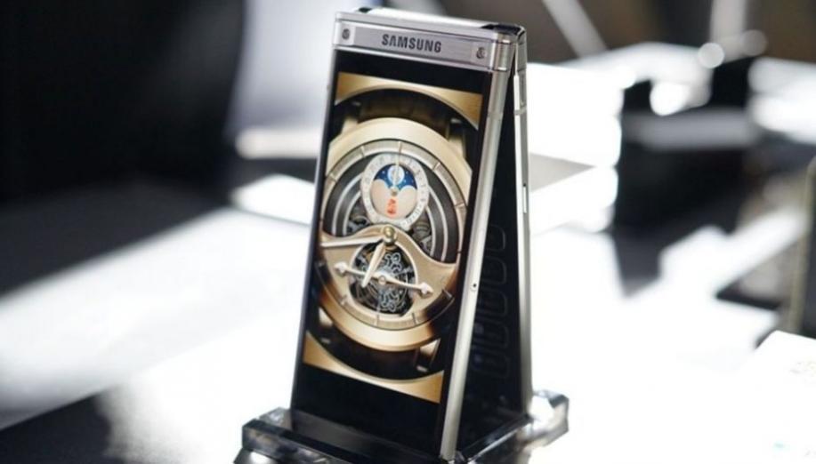 Samsung W2018 - ekskluzywny smartfon z klapką i obiektywem aparatu f/1.5