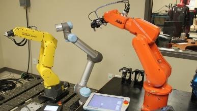 Foxconn powierzy produkcję iPhone\'ów robotom