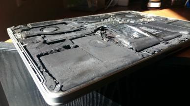 Akcja serwisowa Apple. Baterie w MacBook`ach Pro mogą wybuchnąć