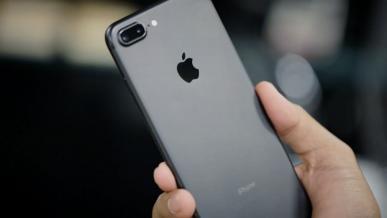 Apple sprzedaje mniej smartfonów, ale generuje ogromne zyski w całej branży