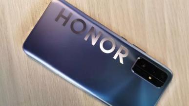 Honor też chce mieć swój składany smartfon. Urządzenie ma zadebiutować w 2021 roku