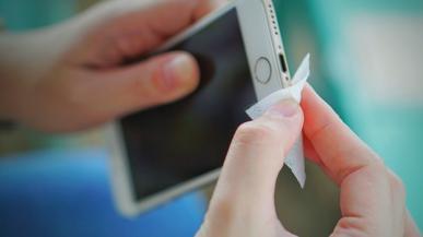 Nie czyść tym iPhone'a. Apple ostrzega użytkowników