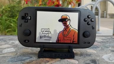 Marzyliście kiedyś o mobilnym PlayStation 2? Ktoś właśnie to zrobił