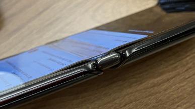 Motorola Razr - przypadek odchodzenia warstwy ochronnej od ekranu