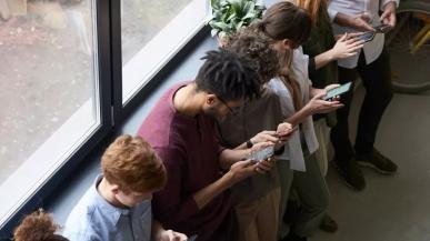 Samsung liderem rynku smartfonów w trzecim kwartale. Branża odnotowała spadek dostaw