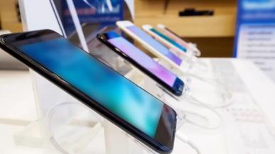 Samsung ponownie największym producentem smartfonów. Duży spadek Huawei