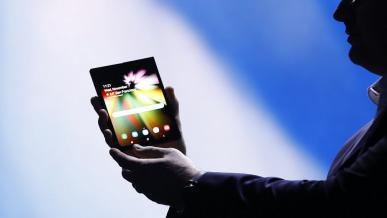 Składany smartfon Samsung Galaxy F dostanie potrójny aparat